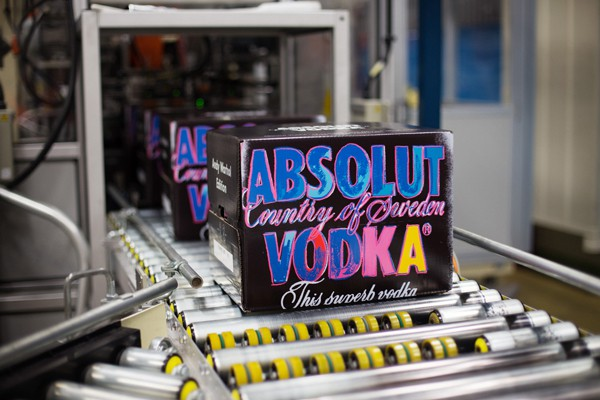 Absolut-vodka-production-packaging