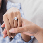 5 Benefits of Buying Engagement Ring Online