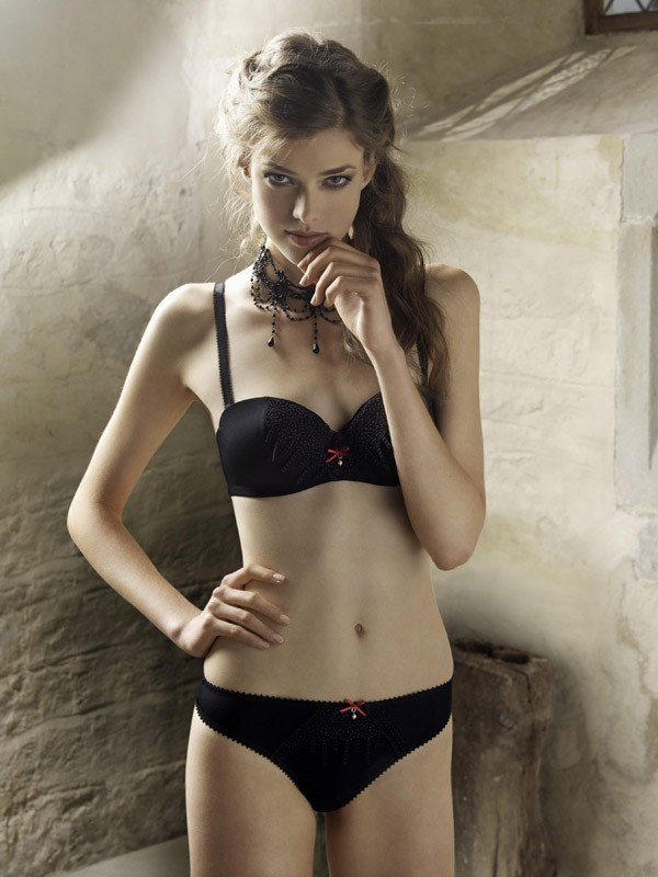 Julia-Saner-top-Swiss-lingerie