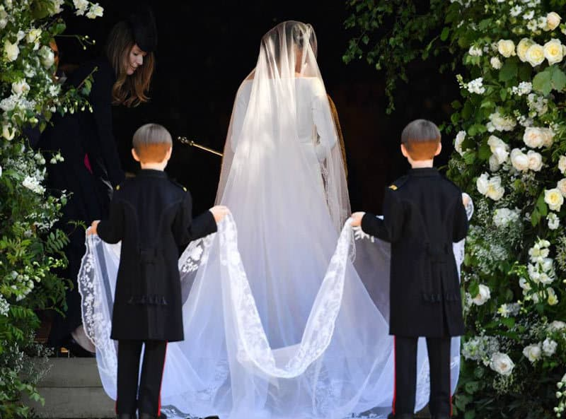 Meghan-Markle-wedding-dress-trail
