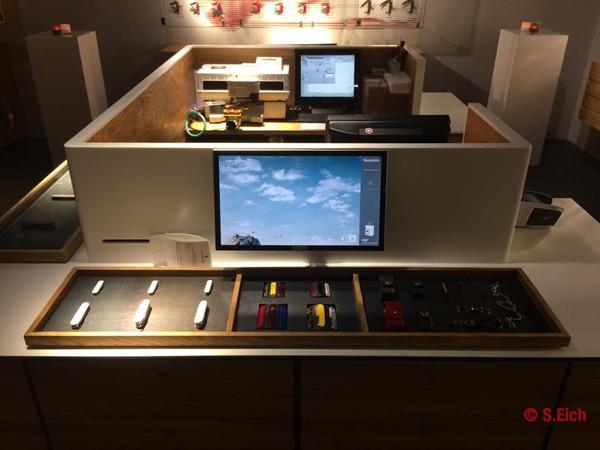 Victorinox-Flagship-Zurich-knife-interactive-stand