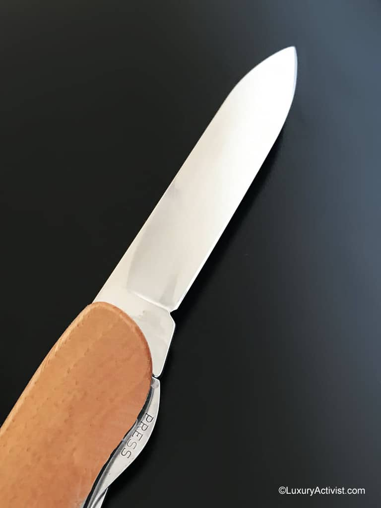 Victorinox-Forester-wood-detail-big-blade