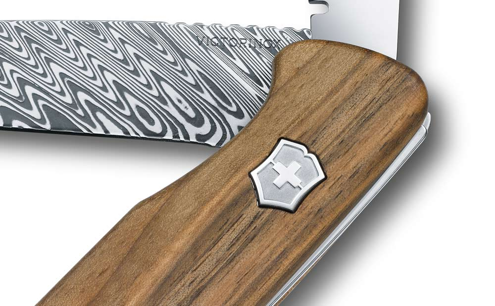 Victorinox-Rangerwood-damast-steel-detail-2