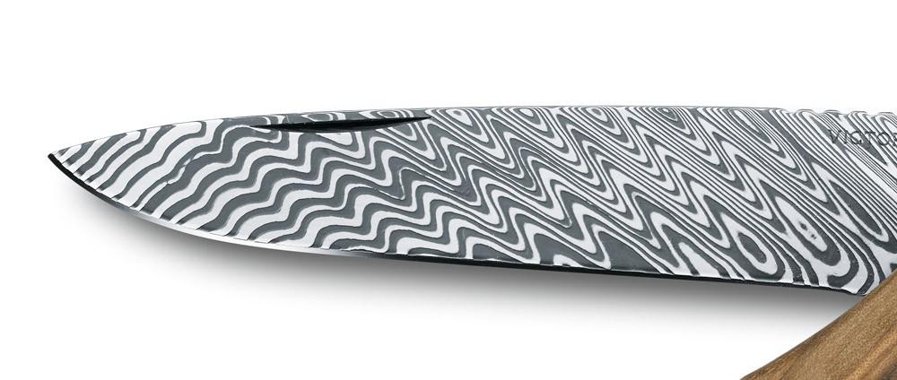 Victorinox-Rangerwood-damast-steel-detail-3