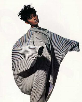 Onion flower dress by Miyake - photo Irving Penn