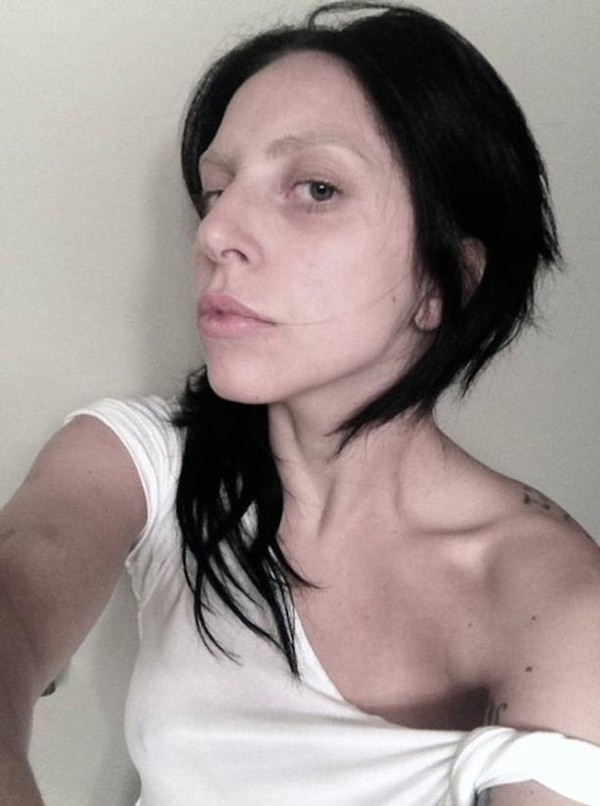 lady-gaga-no-makeup-selfie